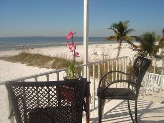 Luxurious Condo Directly on Gulf Steps to Sand!