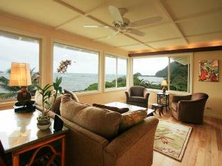 #5 Ka'ahumanu (Ocean Front 2-Bedroom, 2-Bath Deluxe Vacation Rental)