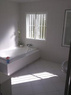 Ensuite Bath Room Double Bedroom #1   /   Bad DZ # 1