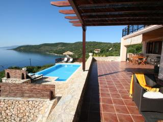 Luxury seafront villa RISING SUN,6+2,private pool, Sivota