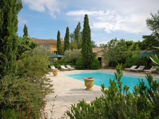 Pernes-les-Fontaines Villa Sleeps 8 with WiFi - 5238577