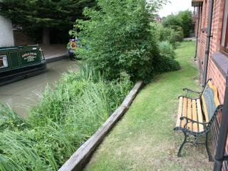 Seat at the back of the apartment to watch the barges, swans and ducks  on the canal!