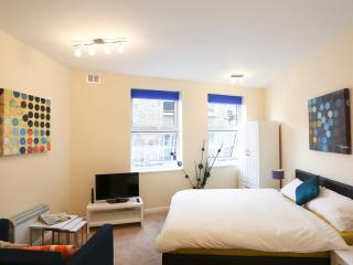 Soho 1 Bedroom Apartment in Chinatown, London