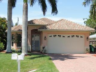A Vanderbilt Beach Villa! Immaculately Maintained!, Naples