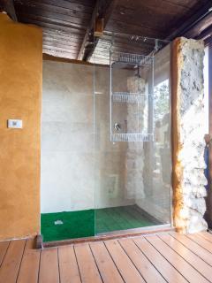 doccia calda spogliatoio piscina