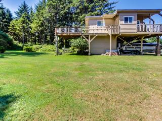 Fisherman's paradise w/ spacious yard, views of nature & crabbing gear!