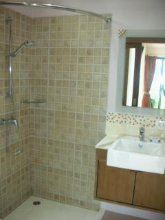 En-suite shower in Bedroom 1