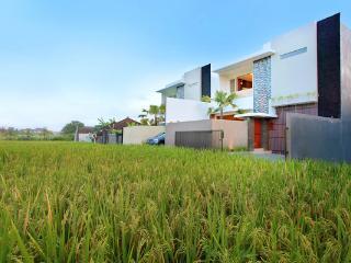 2 Bedrooms Villa Brawa