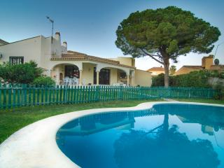 Typical beach house with private pool and Wifi, Marbella