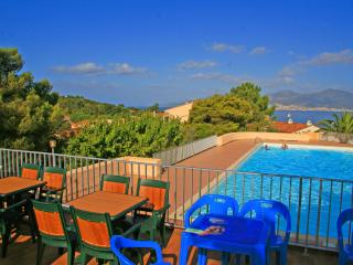 Corsican flat with pool, near beach