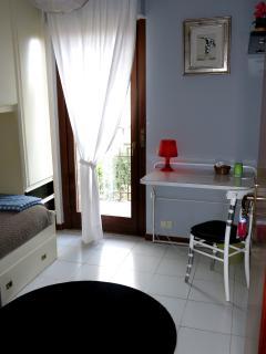 single bedroom (add a single bed)