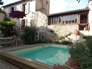 Gîte Esprit Nature : pour 6 personnes, avec piscine, Millau
