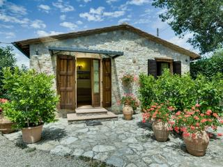 2 Bedroom Stone Cottage Rental in Chianti Countryside