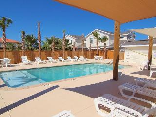 Brand New 3/2 Townhouse with Heated Pool & close to the Beach, Corpus Christi