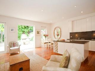 A Grand Location, Woollahra