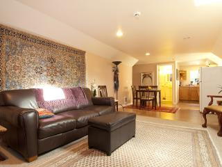 Furnished Upper Condo in Gig Harbor