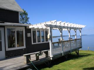 Oceanfront Gray Cottage - Spruce Head, Maine, South Thomaston