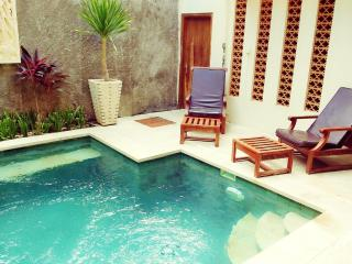 KUTA - 4 Bedroom - 3 Bath - Breakfast daily - puri, Kuta