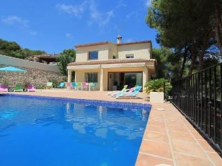 MJ000113 - 5 Bedroom Villa in sought after El Portet, Moraira