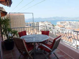 Perrisol View, Cannes Vacation Home with a Terrace