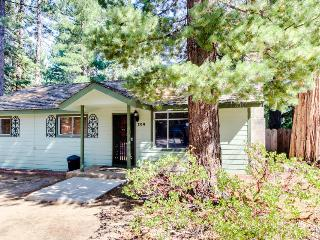 Dog-friendly home w/private hot tub + close proximity to awesome attractions, South Lake Tahoe