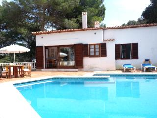 Beautiful villa, pool & garden, Puig de Ros