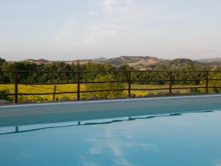 Apt. Lo Strettoio with pool in Tuscan countryside, Gambassi Terme