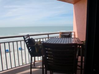 IMMACULATE! THE CHATEAUX...DIRECT GULF FRONT, 1BR, LARGE BALCONY, SLEEPS 4!
