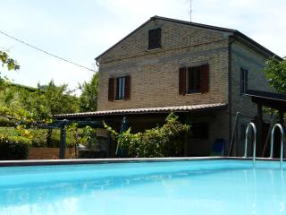 La Priora - Large house with 16 sleeps, Montedinove