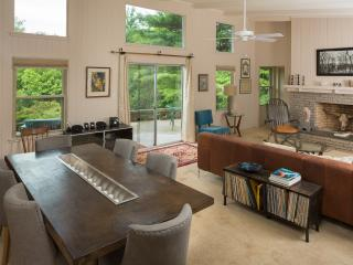 General's Mid-Century close to town! Private, Asheville