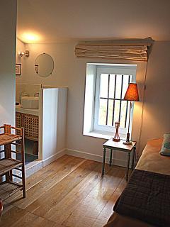 Chambre n° 3 avec Lit en 90 x 200 et salle d'eau