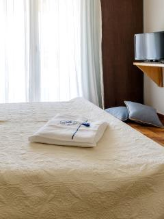 Case sheets and pillows embroidered with the symbol of Nautilus