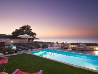 Enjoy your privacy, fresh air and blue sky in this marvellous villa!