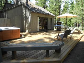 *Private Hot Tub*, Updated Thru-out! Excellent Reviews!  3 bd/1b- Come Enjoy!, Black Butte Ranch