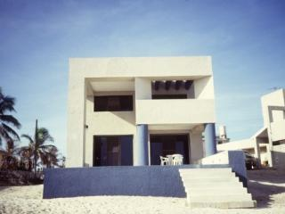Casa Rivas Beach Front House at chixchulub, Progreso