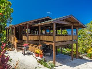 Unique View Cottage in Tropical Garden Setting, Kailua-Kona