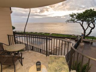 208 Kahana Reef - Direct Oceanfront 1 Bedroom, Lahaina