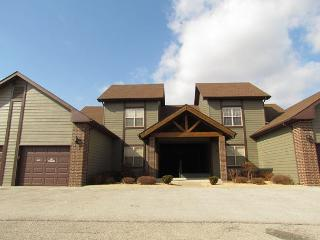 Puttin on the Green - A 3 Bedroom, 3 Bath Stonebridge Villa with a Garage!, Branson West