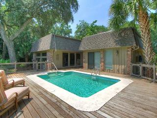 New To Market! Beautiful Sea Pines Home. Private Pool, Golf Views, Free Bikes, Hilton Head