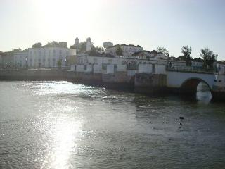 Pretty and practical apartment in Tavira with 2 floors and balcony, close to the sea