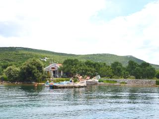 Waterfront cottage Nina on a Dalmatian island, Pasman