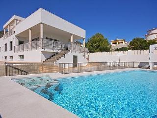 VILLA DRAGO: modern villa, quiet location, pool, Calpe