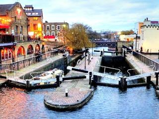 2 bedroom apartment in Camden, 5 minutes from the Tube, London