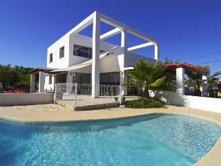 VILLA ATHOS: modern villa with private pool, bbq, Calpe