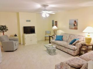 Renovated Tropical Beachside Condo-, New Smyrna Beach