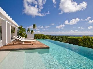 Elegantly furnished hillside villa with sweeping ocean views WV BJJ, Gouverneur