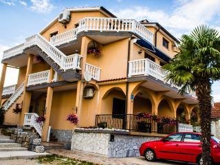 Two bedroom family apartment with balcony, Malinska