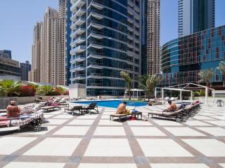 Waterside 4-bed Apt with Marina Views