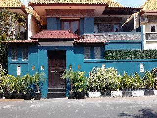 KUTA Villa - 4 bedrooms - great location - can, Kuta