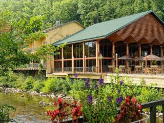 Charming Studio at Westgate River Terrace Resort, Gatlinburg